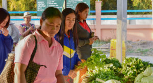 Vegetables girls @ Isaan market © Stephan Schweitzer 2018