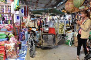 The sugar cane juice seller @ Chong Chom Border Market/Surin province
